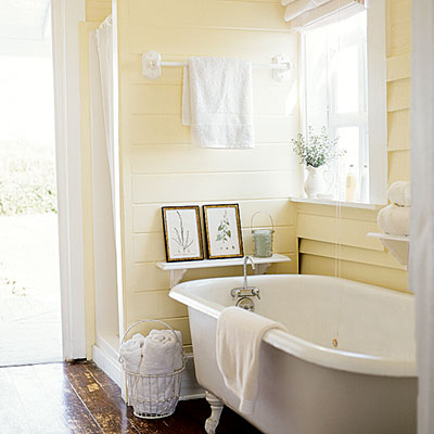 classic-cottage-bathroom-with-alabaster-shiplap-walls